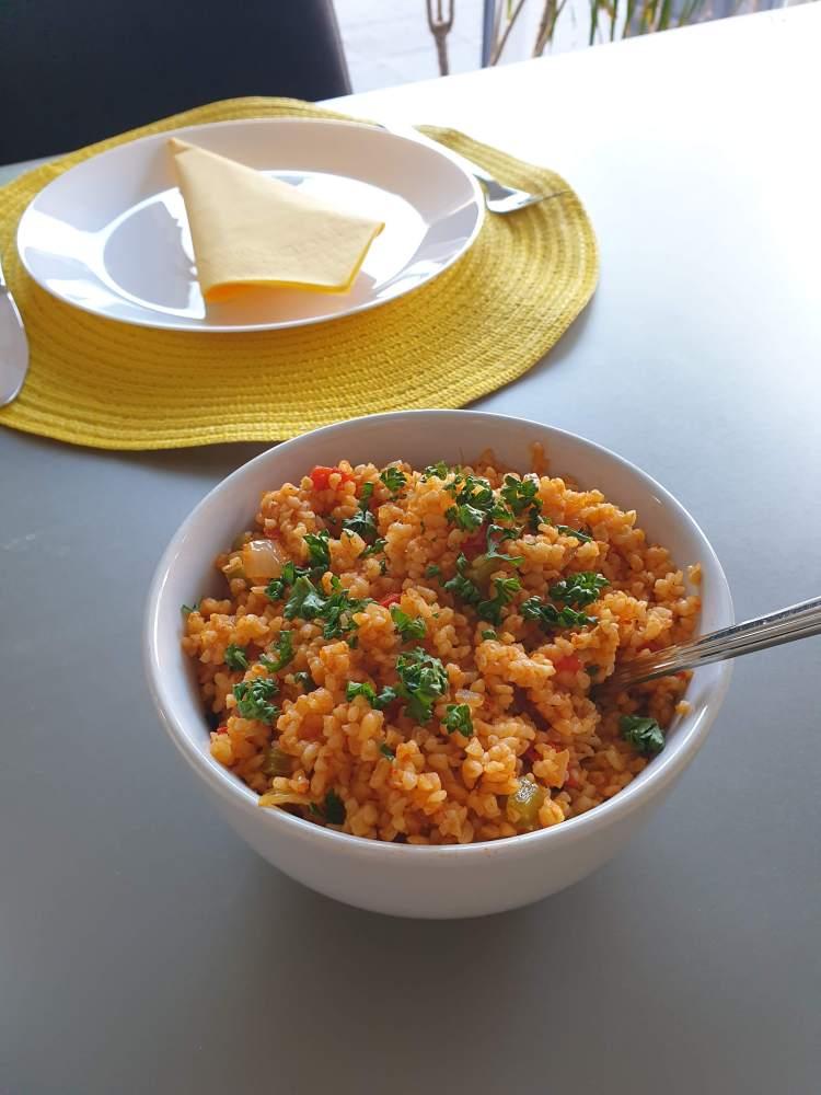 salada de cuscuz turca